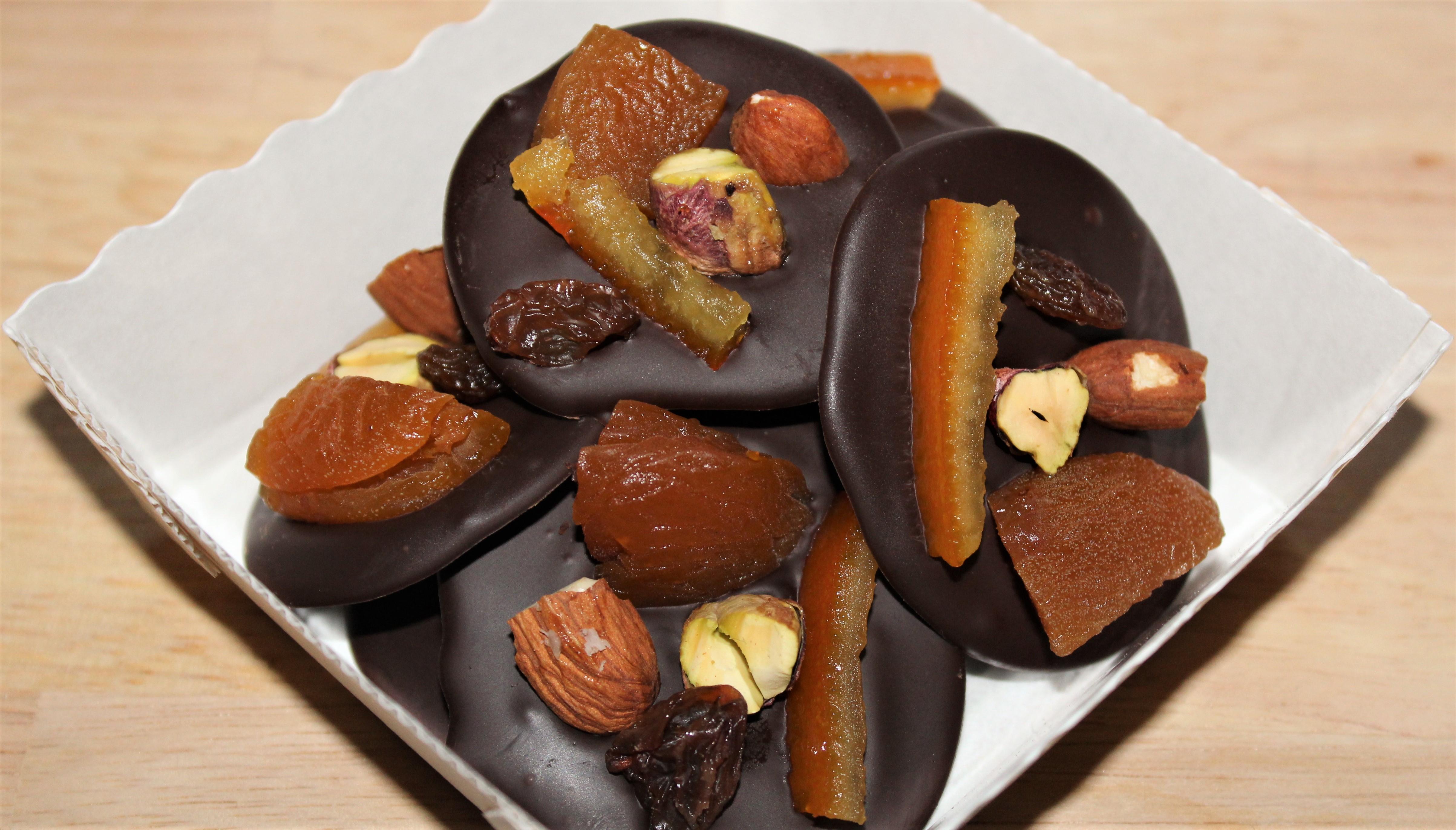 Mendiants au Chocolat : Abricots, Amandes, Oranges, Pistaches, Raisins