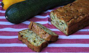 Délicimô ! - Recette Cake à la Courgette et aux Herbes du Jardin - www.delicimo.fr