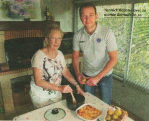 Yannick, fondateur du blog culinaire Délicimô avec sa grand-mère Bernadette Rolland originaire de Castres (Tarn) - www.delicimo.fr